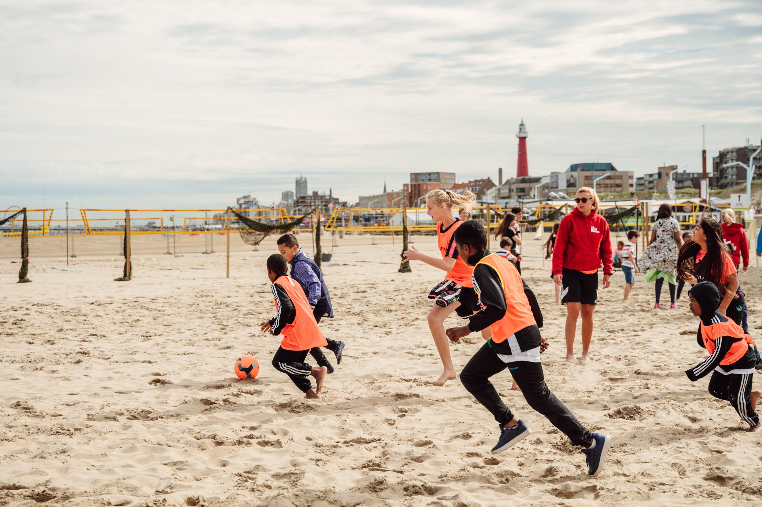 Sportdagen Voor Kinderen Die Leven Onder De Armoedegrens Aan Het Strand Van Scheveningen
